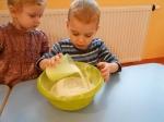 Maluchy pieczą babeczki_12