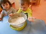 Maluchy pieczą babeczki_4