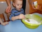 Maluchy pieczą babeczki_9
